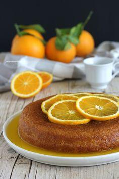 Questa Torta soffice inzuppata all'arancia è una torta a cui sono molto legata . Mi ricorda tanto la mia famiglia: mia zia , che ci ha dato la ricetta tantissimi anni fa e la mia mamma , che la faceva e rifaceva sempre quando le arance erano di stagione. Mi ero ripromessa di farla non appena aper…