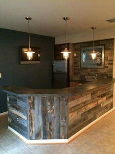 32 Incredible Basement Bar Design That'll Make Feel Good - Possible Decor Bar Pallet, Pallet Wood, Barn Wood, Pallet Walls, Man Cave Pallet Ideas, Cool Man Cave Ideas, Diy Wood, Pallet Island, Pallet Counter