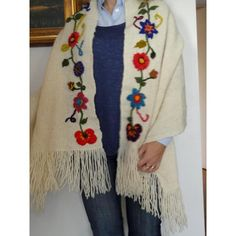 Image result for ruanas bordadas Crewel Embroidery, Ribbon Embroidery, Embroidery Designs, Freeform Crochet, Knit Crochet, Crochet Potholder Patterns, Mode Kimono, Fabric Shoes, Weaving Patterns
