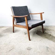 Disponible! 🎈😏 ---— www.lantigone.com  . French Hand Designers 🇫🇷 ----— . . #instagood#instapic #danishdesign #danish #interior #pictureoftheday #interiordesign #interior#scandinave #scandinavian#scandinaviandesign #homedecor#decoration#vintage#vintagestyle#blue#photo#design#designs#designer