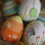 Inspiration for beautiful crochet Easter eggs Crochet Easter, Easter Crochet Patterns, Crochet Motifs, Holiday Crochet, Crochet For Kids, Crochet Crafts, Yarn Crafts, Crochet Projects, Free Crochet