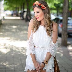 NUEVO POST!!!!!!!!!!!! New!!!!!!!! Buenos días con alegría!!!!!  . www.miaventuraconlamoda.com  #streetstyle #fashion #fashionblogger #instafashion #streetstyle #nuevo #new #ootd #outfit #fashionpills #flowers #diadema #encajes #blogger #blog #miaventuraconlamoda