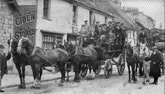A drinking club of Ye Olde Cider Bar, Newton Abbot known as The Long Bar Cork Club setting off on their annual outing in 1911.