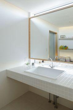 Window/mirror/counter idea - Kiritoshi House by Sugawaradaisuke