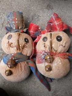 * Grungy Old Snowman Pair Sitter Ornie Bowl Filler Tuck Primitive Christmas * Medium $12