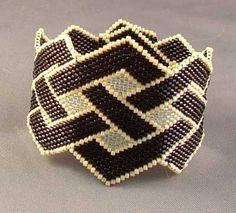 Brick stitch bracelet Bead Crochet Patterns, Beading Patterns Free, Bead Crochet Rope, Peyote Patterns, Beading Tutorials, Beadwork Designs, Beaded Jewelry Designs, Handmade Beaded Jewelry, Seed Bead Bracelets