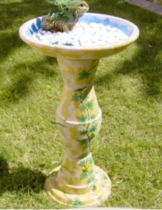 This is the design I'm going to do the bird bath in. Just need some clay pots and saucers, water resistant paint and sealer and nail glue in the hardware department!