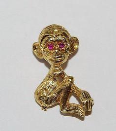 Fine Estate Monkey Chimpanzee Red Ruby Eye Fashion 18k Yellow Gold Brooch Pin
