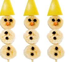 Una receta navideña muy sana: muñecos de nieve hechos con fruta. Kids Meals, Pineapple, Good Food, Lunch, Fruit, Bananas, Snowman, Manga, Google