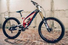 Find the best mountain bike brakes for downhill riding and trail riding. Best professional and top budget downhill mountain bike brakes for riding in Best Mountain Bikes, Mountain Bicycle, Mountain Biking, Downhill Bike, Bike Run, Motocross, Mountian Bike, Specialized Bikes, Buy Bike