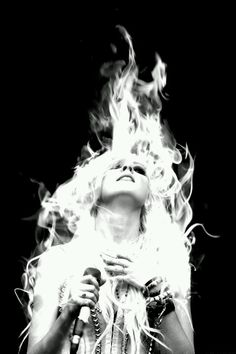 Image discovered by ᎯᏝᎬ. Find images and videos about taylor, Taylor Momsen and the pretty reckless on We Heart It - the app to get lost in what you love. Pretty Reckless, Taylor Monsen, Taylor Michel Momsen, Fire Hair, Robert Johnson, Women Of Rock, Hard Rock, Girl Crushes, Rock Bands