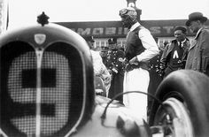 """GP dell'AVUS 1935. Sorprendentemente, Nuvolari (mostruosa Alfa """"Bimotore"""" 6300cc) arriva solo 6° nella sua batteria e non si qualifica per la finale."""