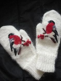 Knitted Mittens Pattern, Knit Mittens, Knitted Gloves, Knitting Charts, Hand Knitting, Knitting Patterns, Beaded Embroidery, Hand Embroidery, Cross Stitch Bird