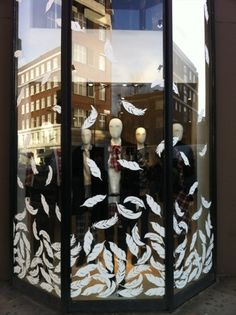 Feather display - love what can be done with white paint window graphics, visual merchandising Window Signs, Window Art, Window Decals, Window Film, Visual Merchandising Displays, Visual Display, Store Window Displays, Retail Displays, Shop Displays