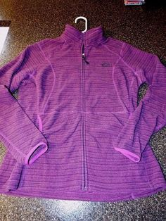 The North Face Fleece zip Fitted, Plum, Hoodie jacket Purple Womens size L, EUC…