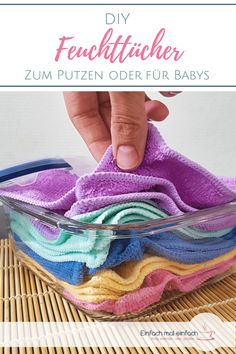 DIY wet wipes- DIY Feuchttücher You can easily make practical wet wipes yourself. Here you will find 5 recipes for washable wet wipes and a disposable kitchen roll – for babies or the household. Diy Home Cleaning, House Cleaning Tips, Cleaning Hacks, Diy Hacks, Baby Diy Projects, Diy Kitchen Projects, Upcycled Home Decor, Diy Home Decor, Baby Nursery Diy