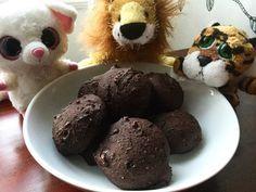 Biscuits Chocolentilles Au robot culinaire, passer en purée lisse: 1 t. Lentilles en conserve rincées 1 t. Cubes de patate douce pelée crue 2 oeufs ½ t. Sirop d'érable 1 c. à thé café soluble 1 c. à...