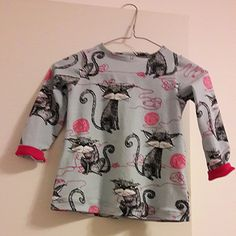 Love the cats. This is made for a little girl.