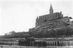 La Seu de Manresa, al Puig Cardener, encara amb la torre acabada en punta. Potser correspon als anys 20 del segle XX?