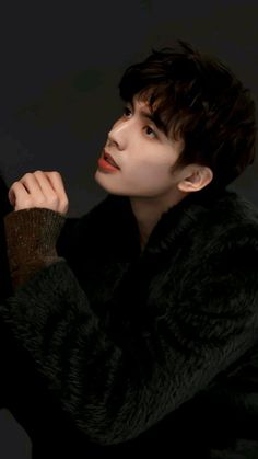 Why Song Uy Long looks beautiful Most Handsome Actors, Handsome Boys, Asian Actors, Korean Actors, Why Song, Annoying Pictures, Dibujos Tumblr A Color, Song Wei Long, Asian Men Hairstyle