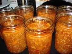 Sauce spaghetti aux 3 viandes de Mabelle - Huile végétale (moi huile d'olive)1 lb boeuf haché1 lb veau haché1lb porc haché1 branche de céleri coupée en dés1 carotte coupée en dés1 ...