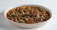 Greek beef and orzo casserole – Giouvetsi by Greek chef Akis Petretzikis. A delicious traditional Greek recipe for tender beef cooked in a bed of tomato orzo! Greek Recipes, Raw Food Recipes, Veggie Recipes, Vegetarian Recipes, Dairy Free Diet, Greek Dishes, Sauteed Vegetables, Orzo, International Recipes