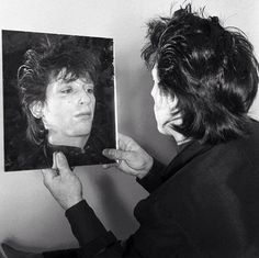 Johnny Thunders at The Gramercy Park Hotel in NYC Proto Punk, Johnny Thunders, Photographer Pictures, Extraordinary People, Great Shots, Musical, Role Models, Rock N Roll, Nyc