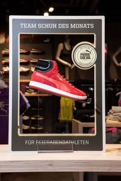 Puma store by Plajer & Franz Studio, Munich store design Pos Display, Sign Display, Display Design, Visual Merchandising, Puma Store, Retail Store Design, Pop Design, Window Design, Branding