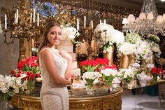A festa de 15 anos de Amanda Martin teve decoração em branco, vermelho e dourado, assinada por Cristiane Pileggi, que também cuidou da assessoria.