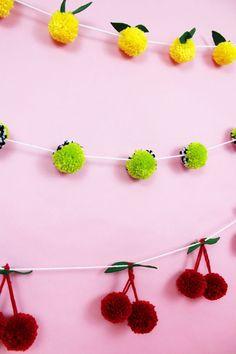 Diese Pompom Girlanden m sst ihr gesehen haben Ziemlich geniale Idee DIY Pompoms Party Deko Whether you re feeling sour or sweet this adorable DIY pom pom garland are the perfect craft A Subtle Revelry pompom garland diy crafts fruit lemons yarn Kids Crafts, Cute Crafts, Diy And Crafts, Arts And Crafts, Decor Crafts, Creative Crafts, Pot Mason Diy, Mason Jar Crafts, Pom Pom Crafts