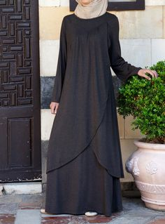 SHUKR's long dresses and abayas are the ultimate in Islamic fashion. Islamic Fashion, Muslim Fashion, Modest Fashion, Fashion Dresses, Mode Abaya, Mode Hijab, Moslem, Abaya Designs, Muslim Dress