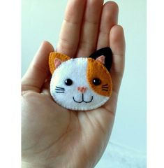 Calico Cat Brooch Felt Kawaii Kitty Kitten Pin Feline Orange Black White Etsy by UsagiRabbit on Etsy ✄ A Fondness for Felt ✄ DIY craft inspiration: Calico Cat Brooch Felt Kawaii… Calico Cat Brooch Felt - would be so cute pinned all over a purse kat Felt Christmas Ornaments, Christmas Crafts, Christmas Tree, Fabric Crafts, Sewing Crafts, Felt Cat, Felt Decorations, Felt Brooch, Felt Patterns