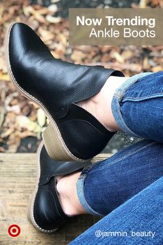 Pair your fall dresses & outfits with trendy ankle boots in black, brown, white and Chelsea styles. Heeled Boots, Bootie Boots, Ankle Boots, Comfy Shoes, Comfortable Shoes, Botines Louis Vuitton, Stylish Winter Boots, Cute Boots, Beautiful Shoes