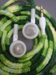 Forrar a ganchillo los cables de los auriculares Headphone wires  Crochet DIY simple easy clever idea best idea ever!