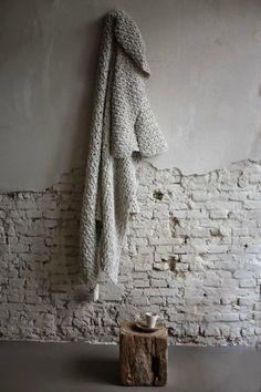 Wabi Sabi, la beauté des choses imparfaites More Wabi Sabi, White Industrial, Industrial Style, Deco Design, Wall Design, Brick Design, White Brick Walls, White Bricks, Wood Walls