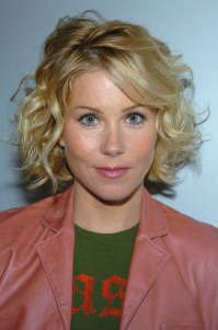 Never know what to do with my bangs when I wear it curly. Rock Hairstyles, Christina Applegate, Bob Cuts, Naturally Curly Bob, Curly Girl, Cut And Color, Hair Dos, Bobs, Curly Hair Styles