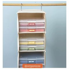 Essas prateleiras de tecido (organizadores de closet) são realmente muito versáteis. Você pode organizar peças de roupas, bolsas e até pastas com documentos. E ai curtiram? Hoje não é difícil encontrar essas prateleiras no mercado, inclusive nosso parceiro @loja_arrumare tem. Quem quiser é só entrar em  www.organizzeconsultoria.com.br e clicar em Loja Arrume. #organizze #organizzeconsultoria #organizacao #closet #prateleira #tecido #docs #documentos #dicaorganizze #dicadodia #arrumare