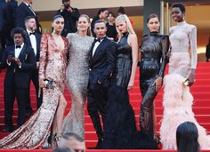 #Cannes2017 Day 8❗️ #TheBeguiled screening ������ The @lorealmakeup ladies posing along side the one and only @olivier_rousteing (aka the creative director of @balmain). This is the ultimate #RedCarpet #squad... ������ Flawless #Couture #fashion and fierce #models! We have to admit #Loreal knows how to pick ambassadors. The #makeup brand has long been choosing only the very best to represent them. Whose your favorite model?…