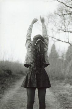 i just love this pic and everything about it. I want my hair to be that long and pretty :)