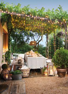 porche-exterior-con-luces-colgadas-en-el-techo 460753