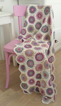 Transcendent Crochet a Solid Granny Square Ideas. Inconceivable Crochet a Solid Granny Square Ideas. Crochet Home, Love Crochet, Beautiful Crochet, Diy Crochet, Crochet Crafts, Crochet Baby, Crochet Projects, Beautiful Beautiful, Crochet Ideas
