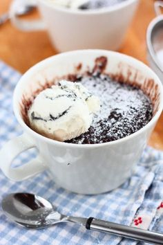Helppo suklainen mug cake eli mukikakku - Suklaapossu Finnish Recipes, A Food, Food And Drink, Always Hungry, Delicious Desserts, Sweet Tooth, Food Porn, Brunch, Treats