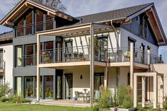 Kundenhaus Gruber von Sonnleitner | Bautipps.de Style At Home, Curvy, Cabin, Elegant, House Styles, Classic, Home Decor, Home