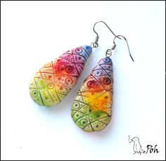 hhhmmm been thinking about making some clay beads....they look good