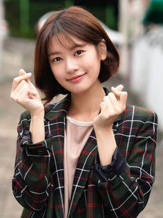 Young Actresses, Korean Actresses, Hwang Jin Uk, Jun So Min, Short Hair Outfits, Instyle Magazine, Cosmopolitan Magazine, Playful Kiss, Film Strip