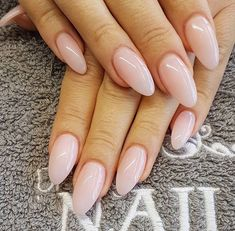 PERFECT NAIL POLISH | OPI Bubble Bath on Almond Shaped Nails | For more nail inspiration visit www.dontsweatthestewardess.com