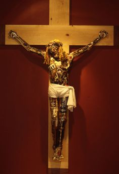 Leo Sewell's amazing Jesus sculpture made entirely of scrap