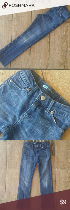 👖GIRLS SKINNY LEVI'S👖 Darker rinse Levis's Nice detail on back pockets Clasp, zipper close Adjustable waist No rips or stains Size 6 regular Smoke free home Levi's Bottoms Jeans