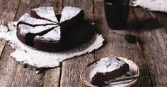 """If you're out of milk, butter and eggs you can still make a delicious """"depression cake"""" or """"wacky cake"""" with just a few simple ingredients. Gooey Chocolate Cake, Chocolate Mix, Melting Chocolate, Chocolate Recipes, Aga Recipes, Swedish Cuisine, Wacky Cake, Gastronomia, Gourmet"""