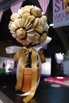 Love the use of chocolate buttons and Ferrero Rochers on this sweet tree by sasha's sweets